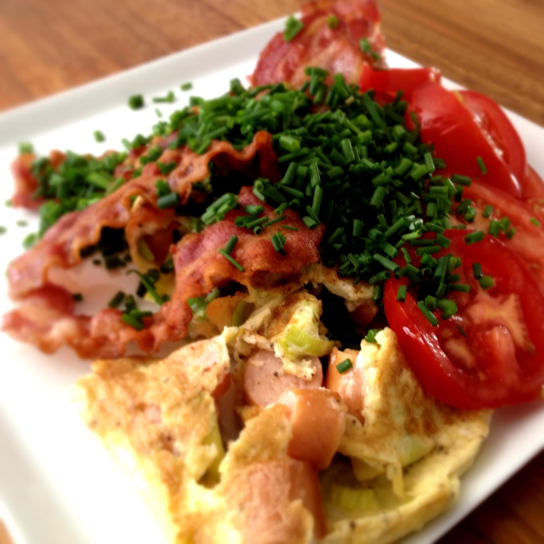 Omelet med svampe og pølser